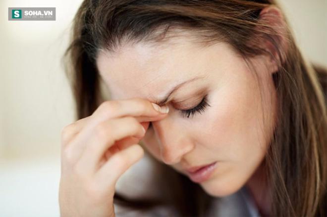 4 tác hại dùng smartphone buổi đêm cho mắt