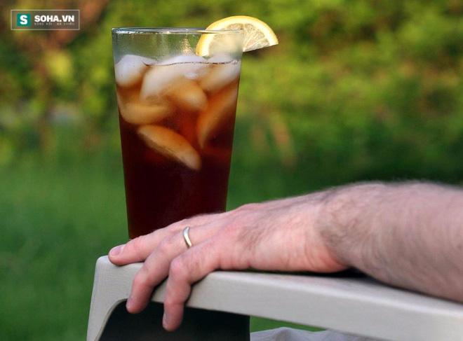 Cảnh báo: Suy thận vì uống 16 cốc trà đá mỗi ngày