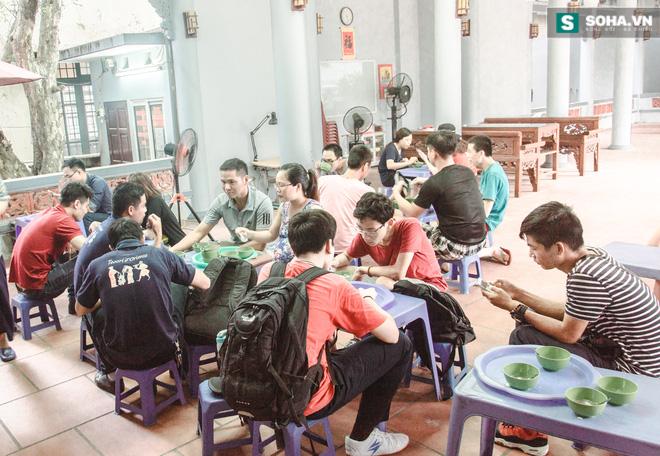 Quán tào phớ 20 năm mà thế hệ học trò trường Yên Hòa nào cũng nhớ - Ảnh 2.