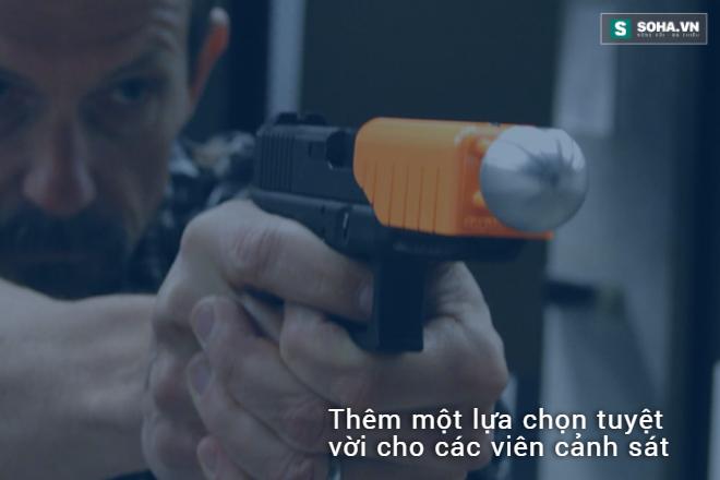 Cảnh sát nước người ta được trang bị bảo bối siêu cấp này - Ảnh 3.