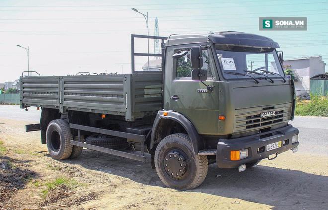 Xe quân sự Kamaz mới tinh đã về cảng - Ảnh 1.