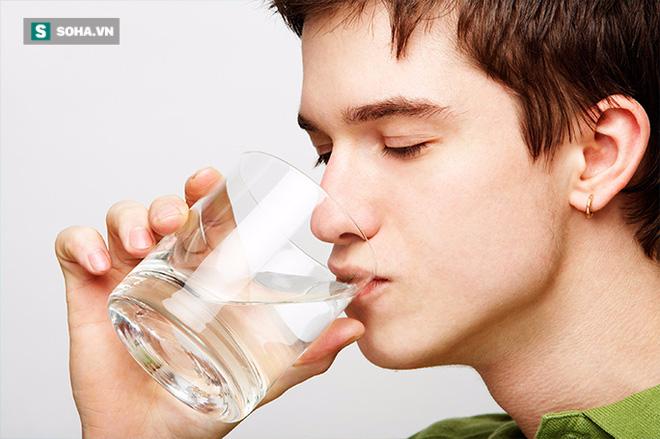 3 thời điểm chỉ cần uống nước cũng có thể tự cứu sống chính mình - Ảnh 1.