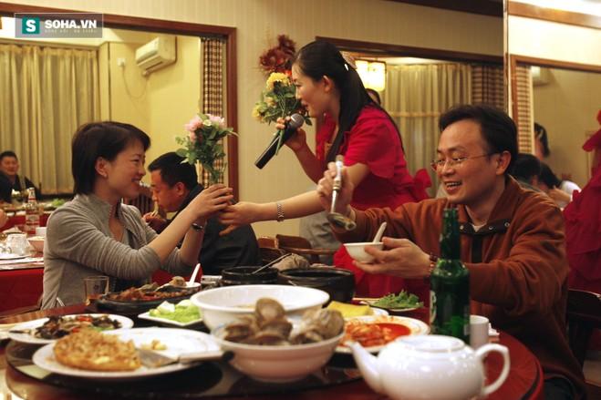 Những người đẹp Triều Tiên trong nhà hàng sang trọng Bắc Kinh - Ảnh 1.