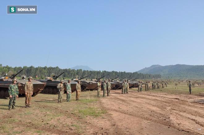 Bộ binh cơ giới Việt Nam diễn tập đánh địch đổ bộ đường không - Ảnh 6.
