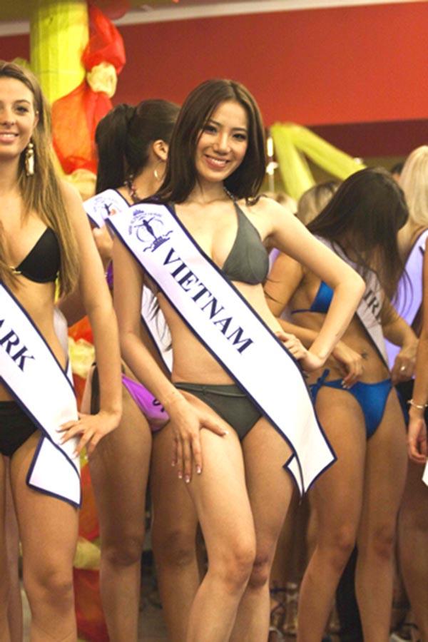 Vẻ nóng bỏng của người đẹp Việt Nam giữ kỉ lục đi thi quốc tế - Ảnh 2.