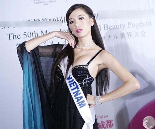 Vẻ nóng bỏng của người đẹp Việt Nam giữ kỉ lục đi thi quốc tế - Ảnh 3.