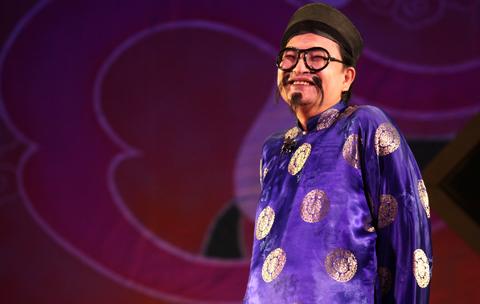 Chân dung nghệ sĩ nổi tiếng có nụ cười đểu nhất Việt Nam - Ảnh 1.