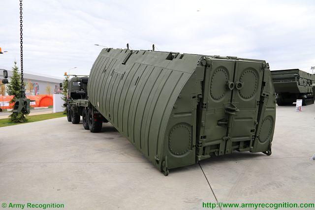 Đoàn xe quân sự hầm hố vừa hành quân về đậu kín cảng Oka là loại vũ khí trang bị nào? - Ảnh 2.