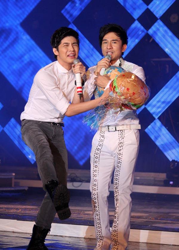 Hành động phì cười của Noo Phước Thịnh khi gặp trai đẹp Việt - Ảnh 15.