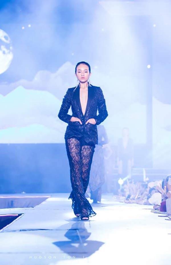 Diện mạo phổng phao của người mẫu 14 tuổi gây xôn xao làng giải trí Việt - Ảnh 2.