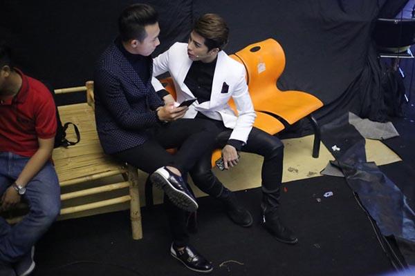 Hành động phì cười của Noo Phước Thịnh khi gặp trai đẹp Việt - Ảnh 12.