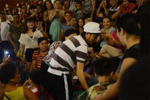 Hoài Linh tạm dừng biểu diễn vì điều không ai ngờ tới  - Ảnh 2.
