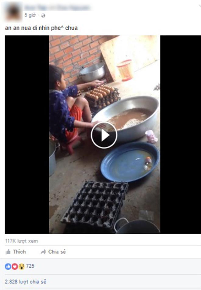 Clip quy trình làm trứng gà nướng khiến người xem ớn lạnh - Ảnh 1.