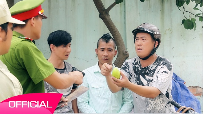 Nghệ sĩ hài Trung Lùn: Chuyện tối đi diễn, ngày chạy xe ôm kiếm tiền mưu sinh - Ảnh 2.