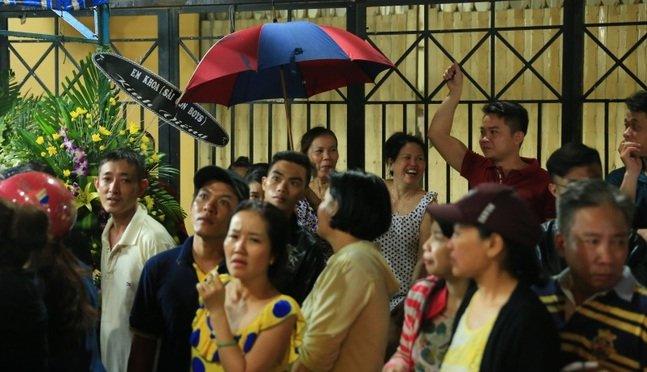 Sự tranh thủ làm màu đáng sợ trong lễ tang ca sĩ Minh Thuận - Ảnh 11.