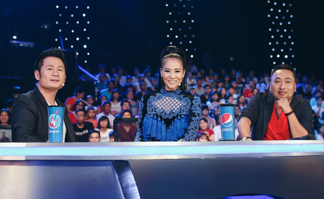 Vietnam Idol: MC Phan Anh trố mắt trước hành động lạ của Thu Minh - Ảnh 2.