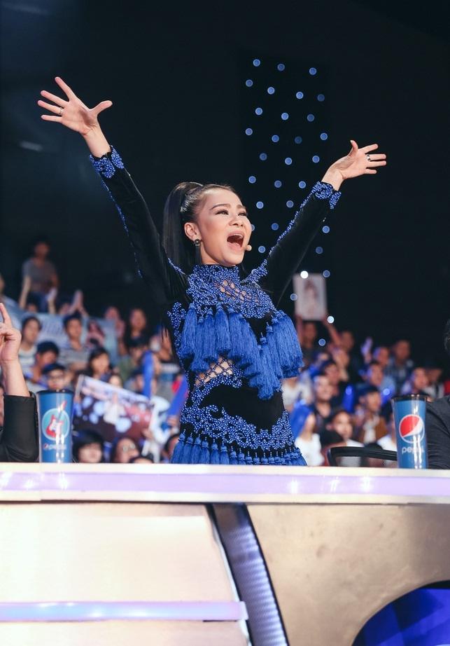 Vietnam Idol: MC Phan Anh trố mắt trước hành động lạ của Thu Minh - Ảnh 6.