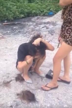Quan hệ với trai đã có vợ, cô gái trẻ bị đánh ghen, cắt trụi tóc giữa đường - ảnh 3