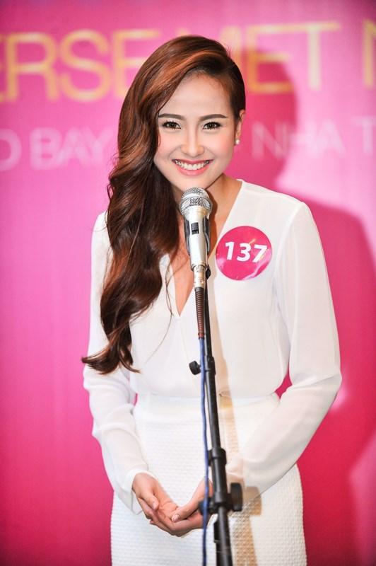Đồng thời, cô giành được giải thưởng Hoa hậu ảnh. Tuy nhiên, giải thưởng này không quá lớn nên sau đó, tên tuổi của cô vẫn không thực sự nổi bật.