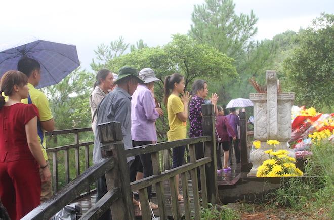 Nhiều người đội mưa đến dâng hương mộ Đại tướng trước ngày 27/7 - Ảnh 15.