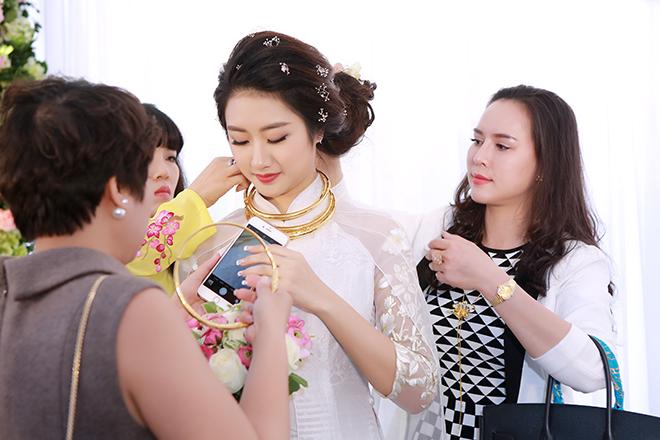 Toàn cảnh đám hỏi xa hoa, lộng lẫy của Thu Ngân: Hoa hậu buộc phải tháo bớt vàng - Ảnh 6.