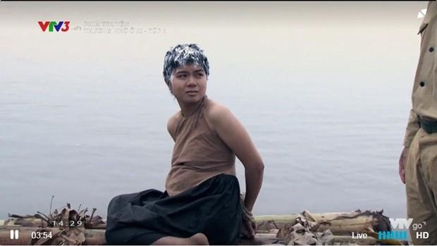Cảnh cắt tóc bôi vôi, thả trôi sông vì chửa hoang gây ám ảnh của phim Thương nhớ ở ai - Ảnh 1.