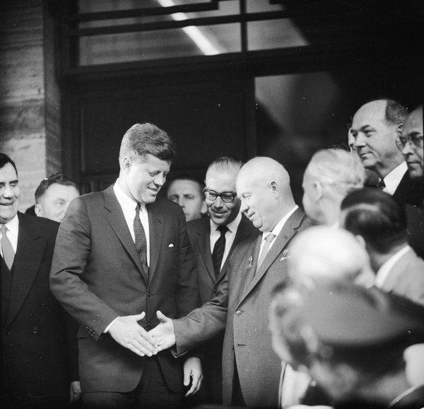 NYT: Bài học lịch sử từ Chiến tranh Lạnh mà TTTrump nên hiểu trước khi gặp ông Putin - ảnh 1