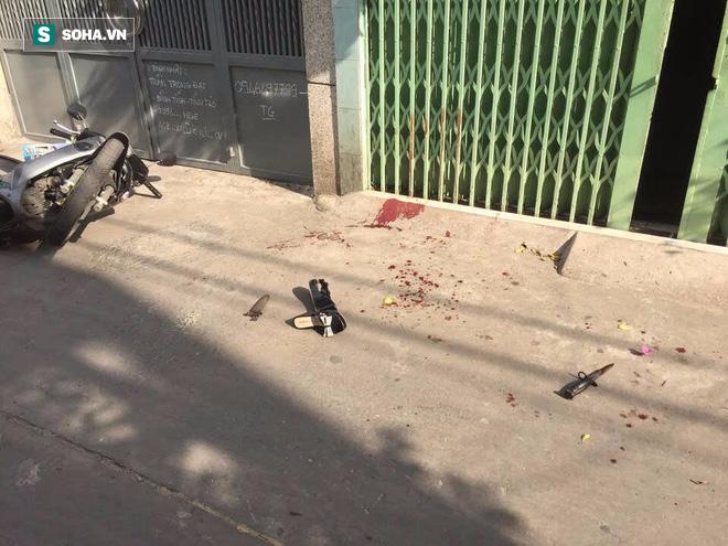 Gã hàng xóm cầm dao đứng chờ trước cổng, chém cụ bà tử vong - Ảnh 1.