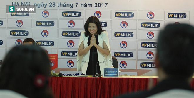 Lần đầu bầu Đức mang về HĐ lớn cho bóng đá Việt Nam và còn thêm cả một… mỹ nhân! - Ảnh 2.