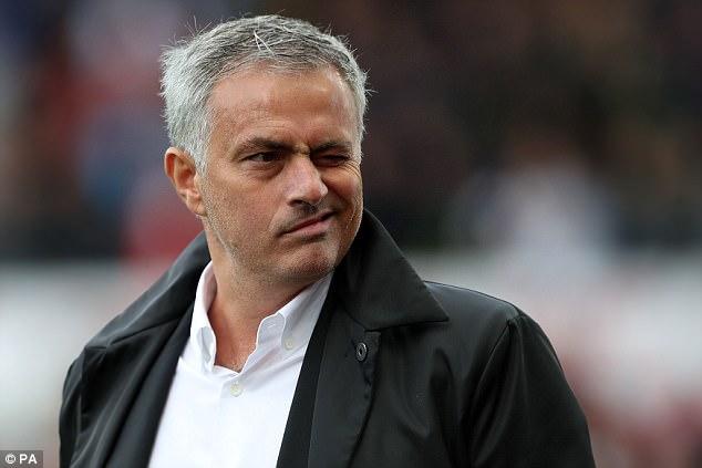 Mourinho bất ngờ đào bới lại thất bại của David Moyes và Van Gaal - Ảnh 1.