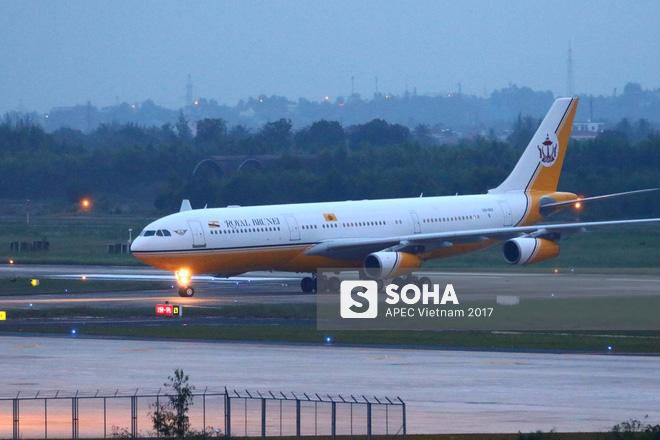 Quốc vương Brunei tự lái Cung điện bay siêu sang A340-212 tới Đà Nẵng dự APEC - Ảnh 9.