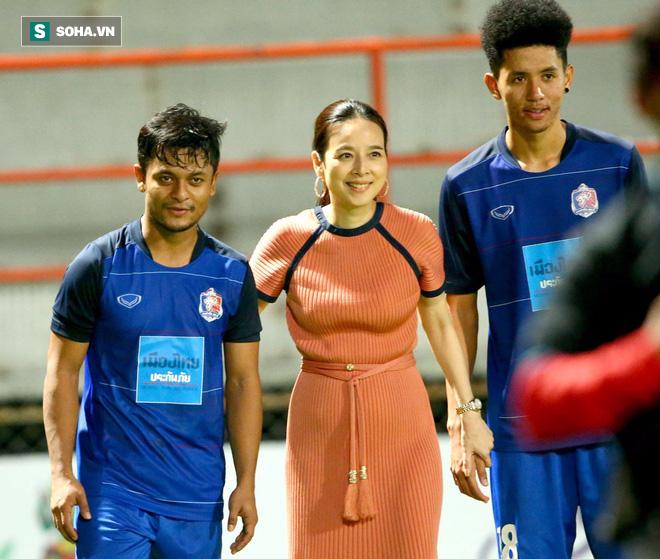 Nữ đại gia Thái Lan chi tiền khủng, chạy đua vũ trang cho CLB cũ của Kiatisak - Ảnh 2.