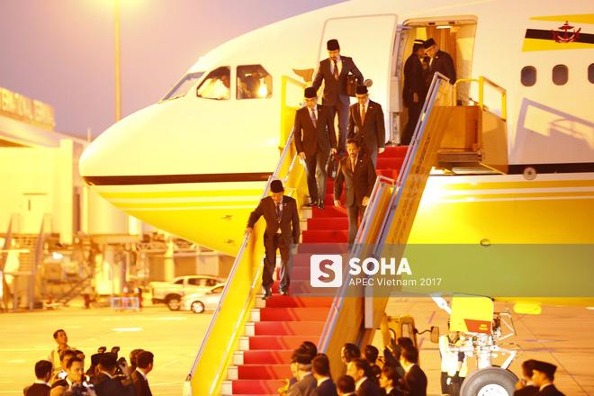 Quốc vương Brunei tự lái Cung điện bay siêu sang A340-212 tới Đà Nẵng dự APEC - Ảnh 2.