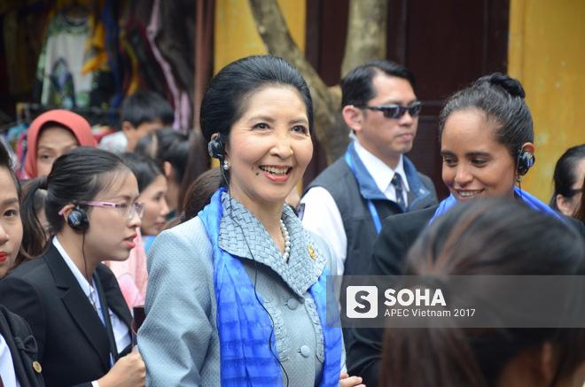 [ẢNH/VIDEO] Phu nhân/phu quân các lãnh đạo APEC hào hứng khám phá nét đẹp phố cổ Hội An - Ảnh 4.