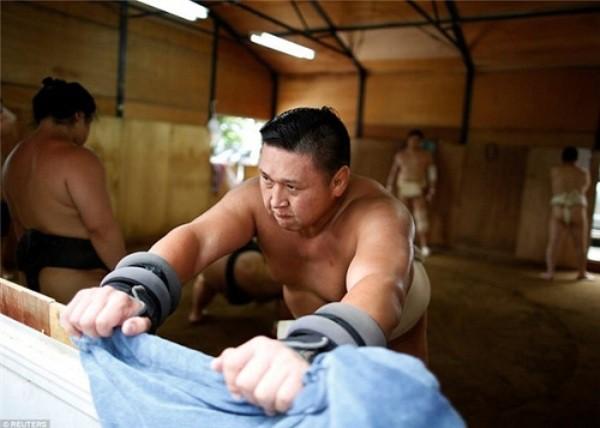 Thế giới u ám của võ sĩ sumo tại Nhật: Không lương, không điện thoại, không bạn gái - Ảnh 9.