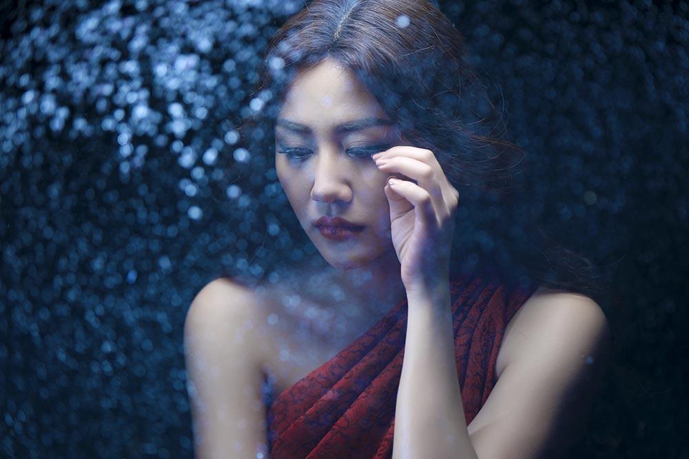 Văn Mai Hương mạnh dạn diễn cảnh tình tứ với mỹ nam nóng bỏng