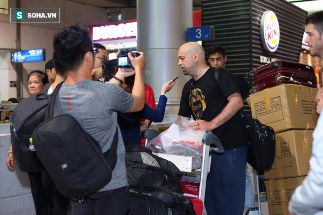 Chùm ảnh: Flores bay đêm, rời Việt Nam về Canada - Ảnh 9.