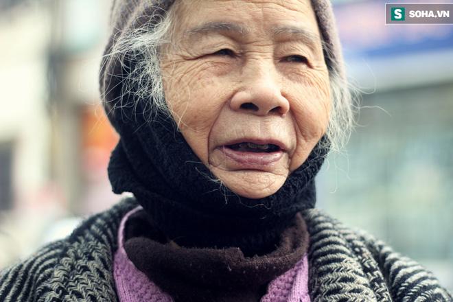 Cụ bà 88 tuổi vá xe trên phố Hà Nội và câu chuyện khiến nhiều bạn trẻ xấu hổ - ảnh 7