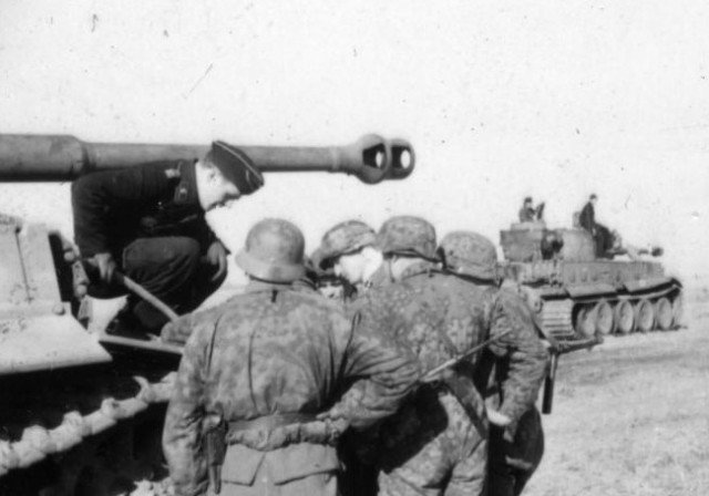Trận đấu tăng lớn nhất trong lịch sử - Những hình ảnh từ phía Đức - Ảnh 10.