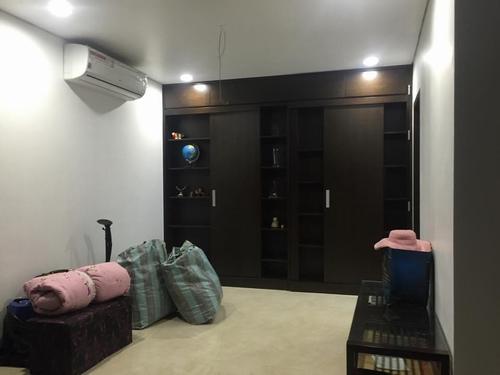 Thực chất, căn nhà được cải thiện từ 2 căn hộ liền tầng. Trị giá của 2 căn hộ khoảng 6 tỷ, Quang Tèo phải chi thêm gần 1 tỷ đồng để cải thiện, sửa chữa cho phù hợp với nhu cầu của gia đình.