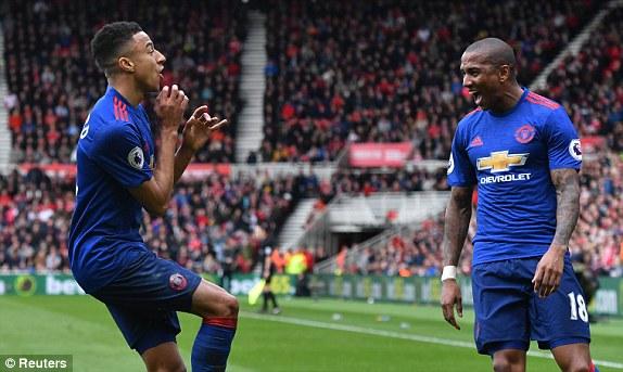 Cặp đôi chân gỗ thăng hoa, Man United thoát khỏi số 6 đầy ám ảnh - Ảnh 2.