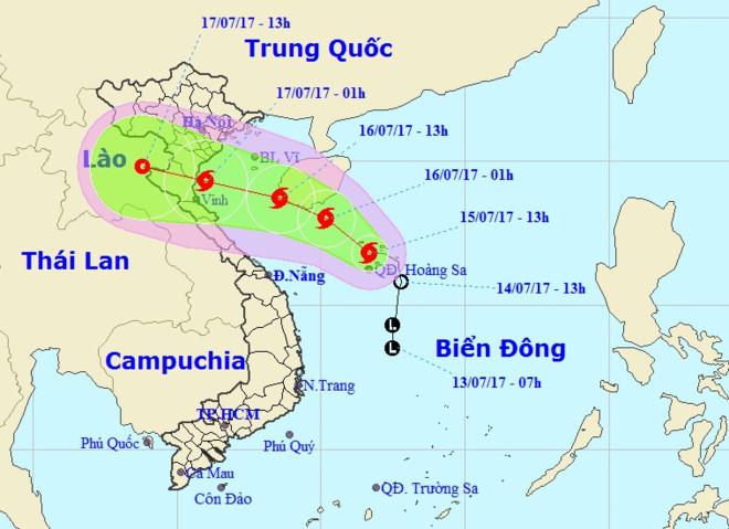 Hàng chục tàu cá chìm, đường sắt tê liệt, phố phường Hà Nội ngập sâu trong bão số 2 - Ảnh 15.