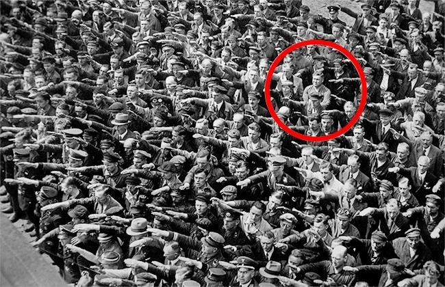 15 bức ảnh lịch sử ấn tượng, bất cứ ai cũng nên xem! - Ảnh 8.