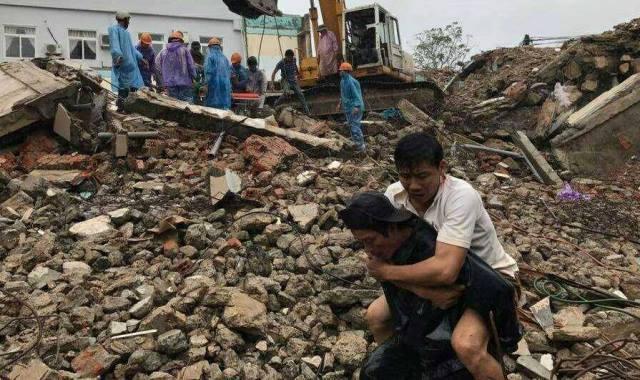 Nạn nhân vụ sập nhà khi đang tháo dỡ: Tôi chỉ biết bỏ chạy khi bức tường đổ sập - Ảnh 2.