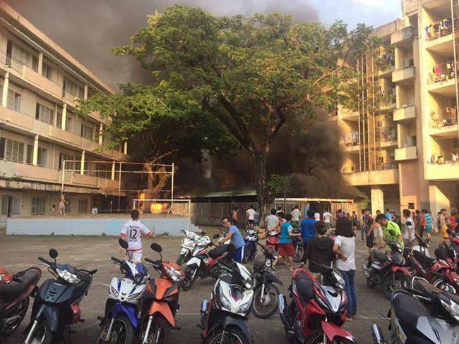 TP HCM: Nghi mâu thuẫn gia đình, tự châm lửa đốt nhà - Ảnh 1.