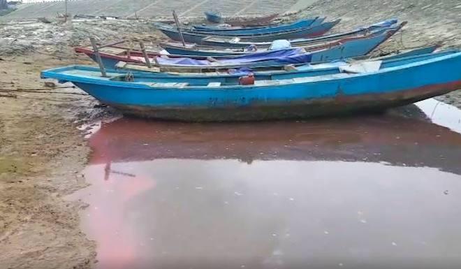 Xuất hiện thêm vệt nước màu đỏ trên biển Hà Tĩnh, Đà Nẵng - Ảnh 1.