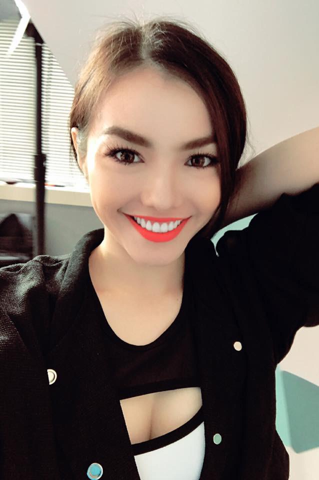 Phong cách sexy của cô gái đẹp nhất phim Việt mặc áo yếm đang gây tranh cãi - Ảnh 4.