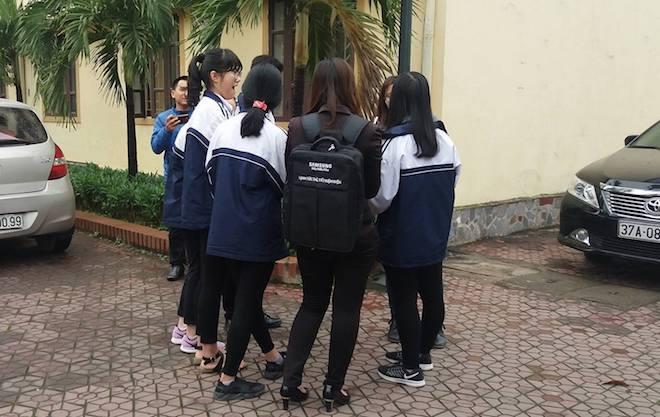 Sở GD&ĐT Nghệ An kết luận giám thị bị tố gian lận đã chép 1 phần bài thi thí sinh - Ảnh 2.