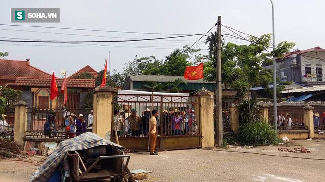 Thôn Hoành phát loa báo dân ổn định, chiều đón Chủ tịch Chung - Ảnh 1.