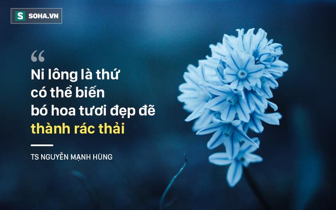 TS Nguyễn Mạnh Hùng: Tại sao tôi không thích được nhận hoa? - Ảnh 1.